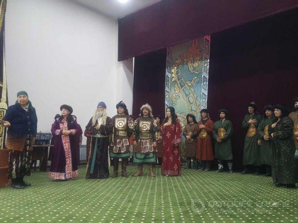 Театр жамоаси Мирзачўлда